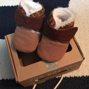 Tiny Toms Cuna crib booties size 3 (12-18mo)